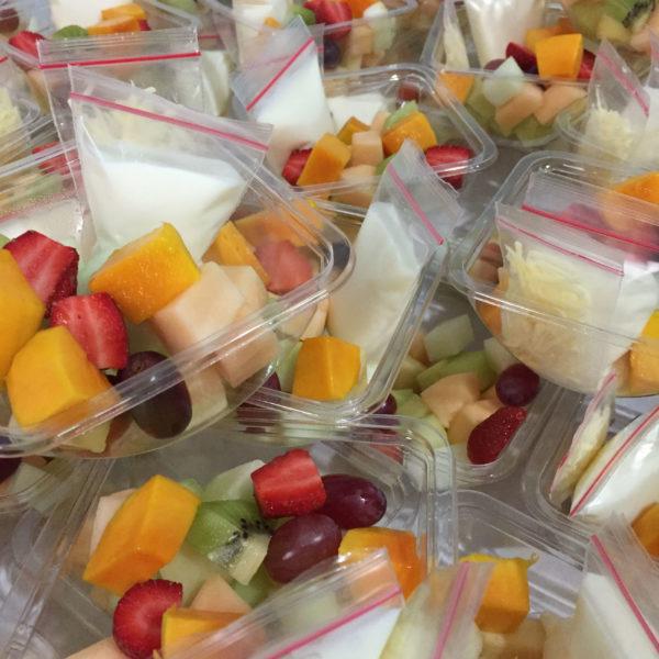 Salad buah cup ukuran sedang